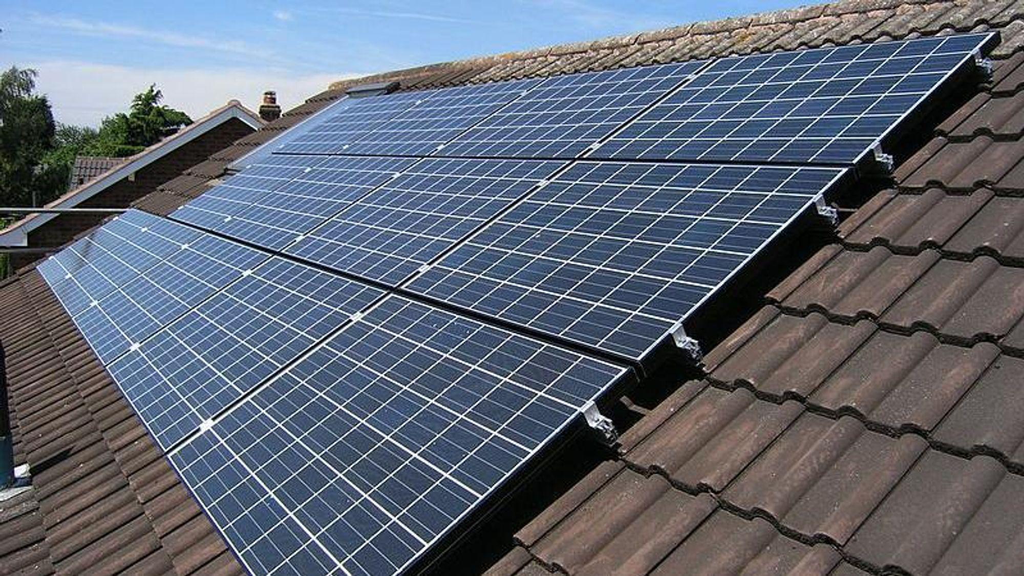 Bransjeforeningen Tekniq melder at stadig flere solcelleinstallatører melder om at de også installerer batterianlegg til kundene sine.