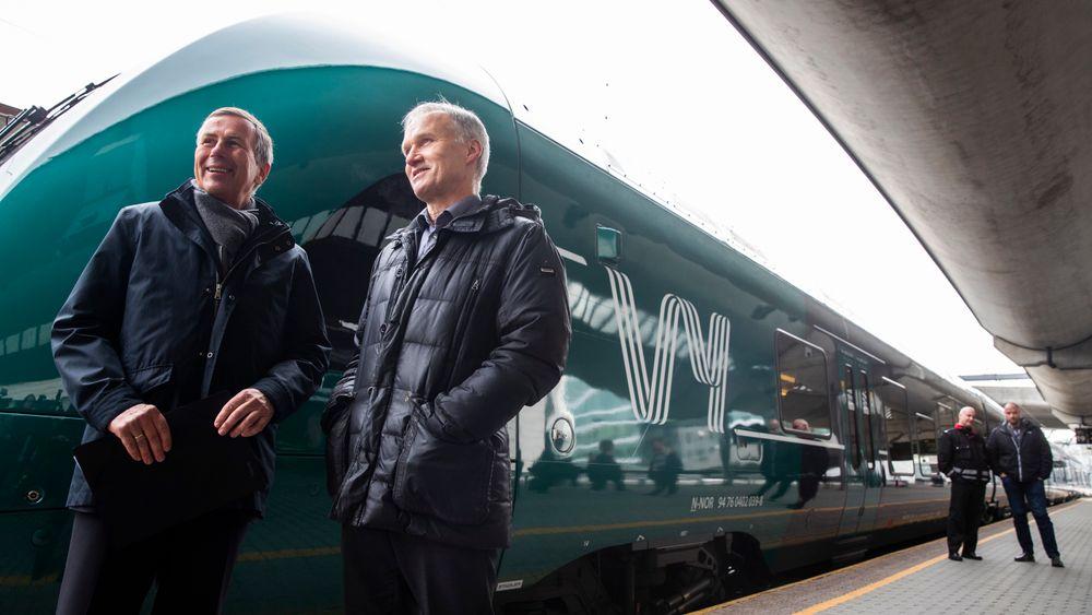 Konsernsjef i NSB Geir Isaksen (t.h.) og styreleder  Dag Mejdell  presenterer nytt felles navn for NSB og Nettbuss. Det nye navnet er Vy.
