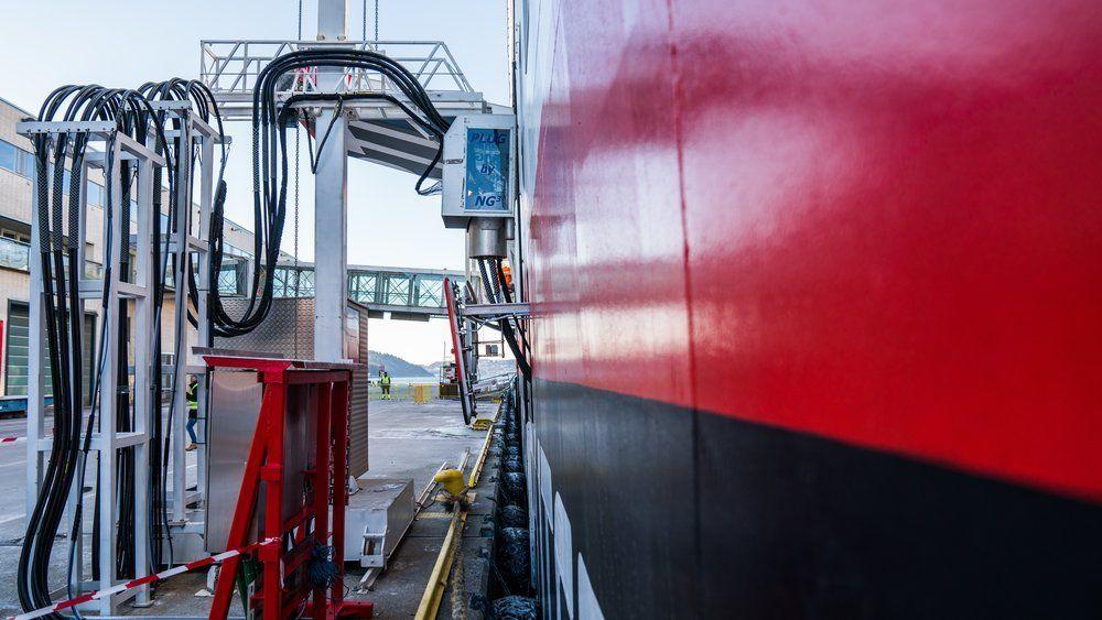 Landstrømanlegget ved hurtigruteterminalen i Bergen. Havnen er foreløpig eneste som kan ta imot kystruteskipene.