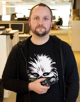 John-André Bjørkhaug med en smartkortemulator.