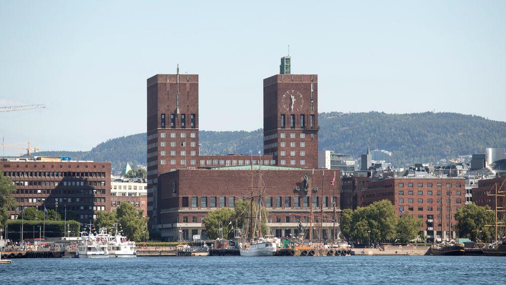 Det er planer om å installere solcellepanel på taket til Rådhuset i Oslo.