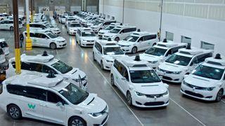 Waymos biler kjører lengst på egenhånd. Nå kan selskapet være mer verd enn Tesla