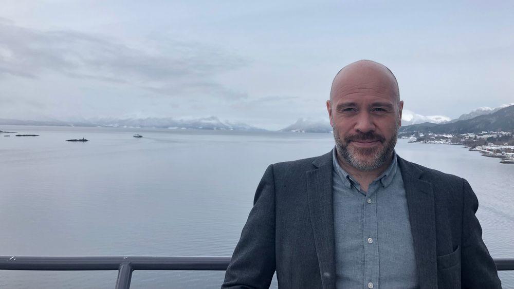 Thomas Bjørdal, daglig leder Norsk Vindenergisenter, innledet på Småkraftdagene i Molde. Han håper å finne en småkraftprodusent som også kunne tenke seg å teste ut småskala vindkraft.