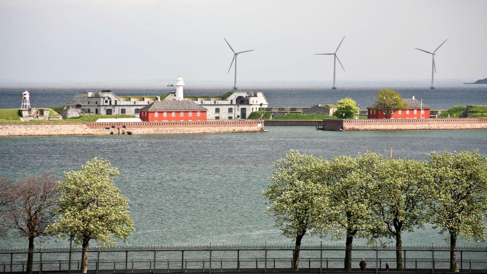 Illustrasjonsbilde som viser en havvindpark i Øresund-kanalen, København i 2008.