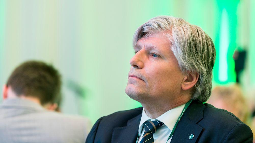 Klima- og miljøminister Ola Elvestuen sier Norge ønsker å binde seg til EUs mål for kutt i klimagassutslipp.