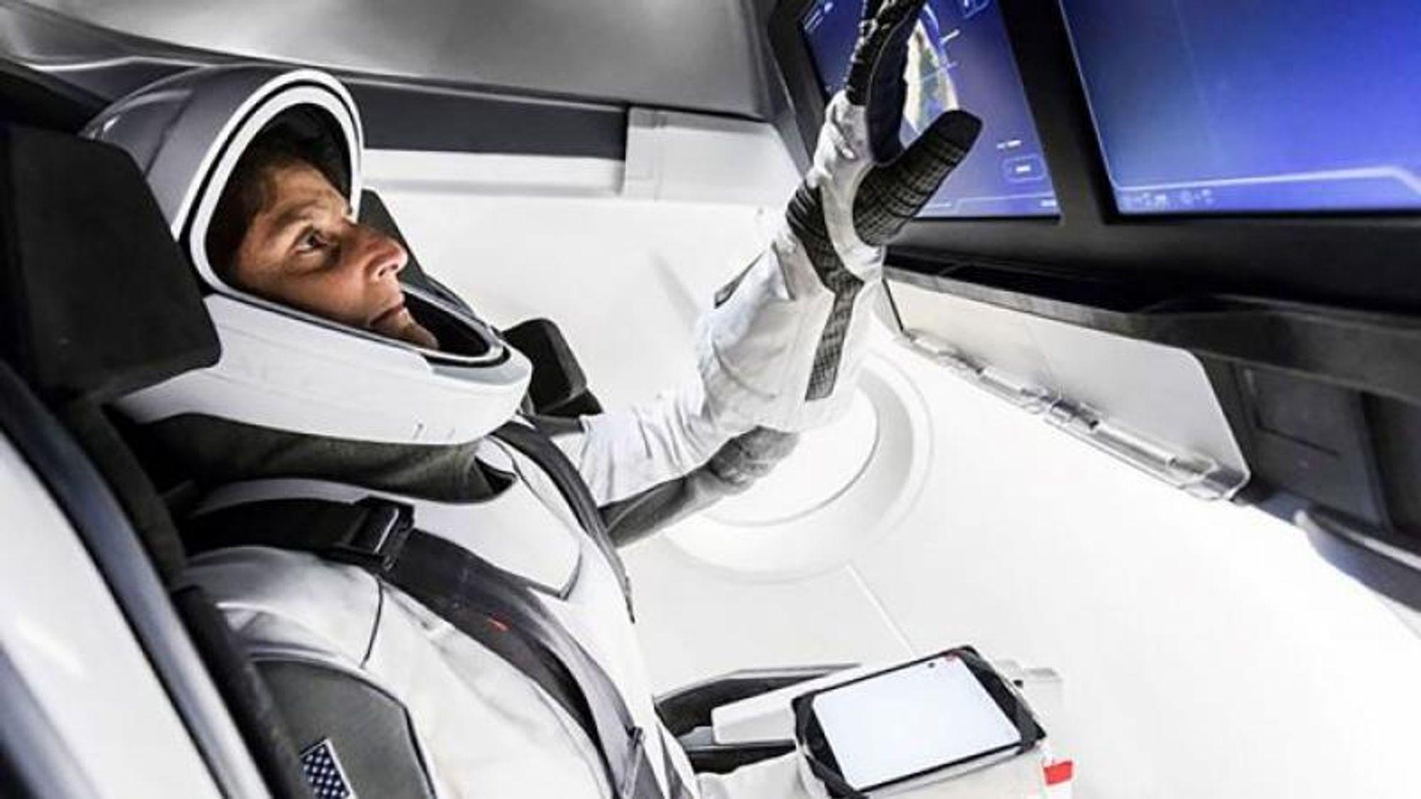 SpaceX' Crew Dragon-kapsler skal overta etter de gamle russiske Sojus-kapslene, og frakte astronauter til den internasjonale romstasjonen ISS.