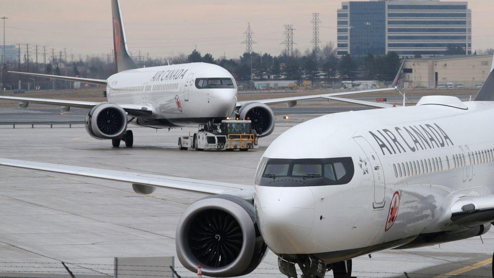 To av Air Canadas 24 Boeing 737 Max 8 på Toronto Pearson lufthavn.