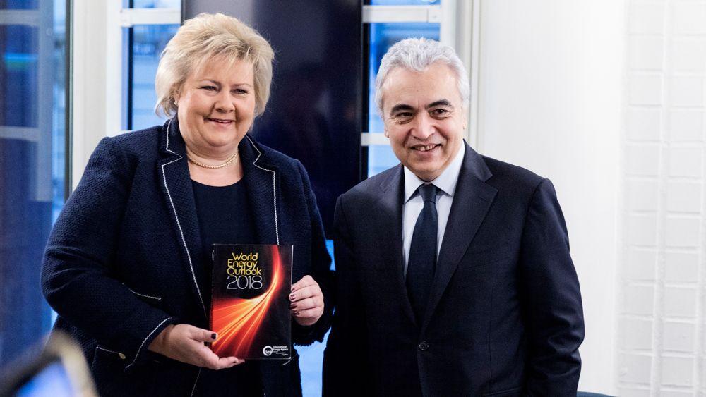 Fatih Birol, administrerende direktør i IEA, her sammen med statsminister Erna Solberg på Equinors høstkonferanse i fjor. Birol og IEA venter ytterligere vekst i både produksjon og etterspørsel etter oljeprodukter.