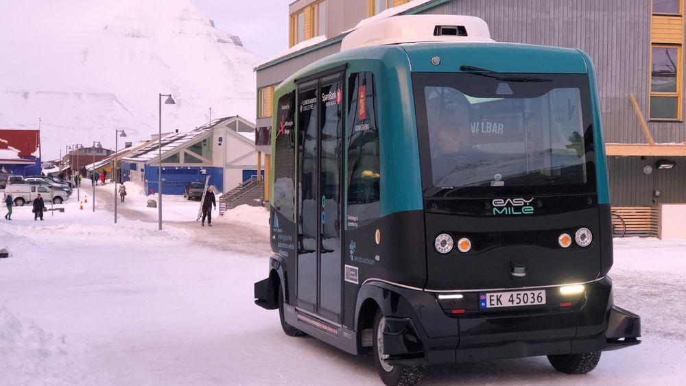 Her er den første autonome bussen på plass i Longyearbyen.