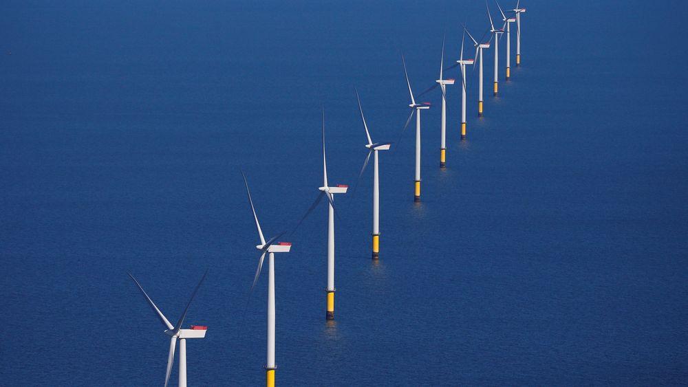 Equinor vil bygge stor flytende vindpark. Her fra en bunnfast havvindpark utenfor Blackpool i Storbritannia.