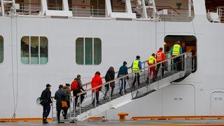 Cruisepassasjerer jublet da Viking Sky la til kai i Molde etter dramatisk døgn