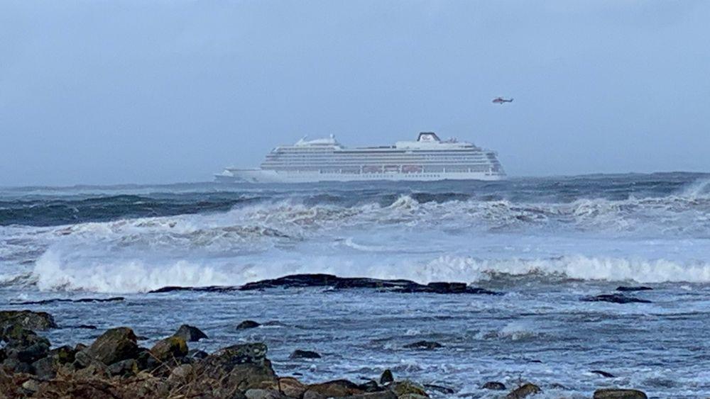 Viking Sky under redningsaksjonen i helgen.