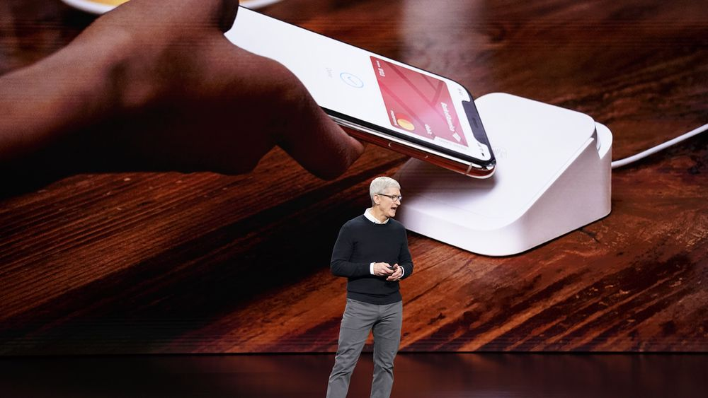 Apple-sjef Tim Cook under produktlanseringen mandag 25. mars i Cupertino i California.