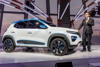 Renualt har lansert K-ZE, en modell ment for Kina. Her under bilmessen i Paris i 2018, mens Carlos Ghosn fremdeles var leder for selskapet.