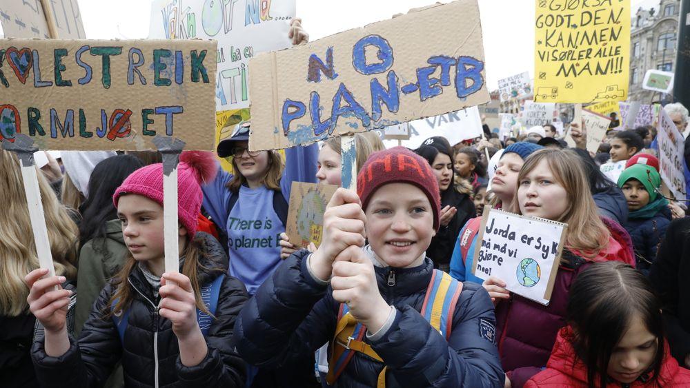 Økende CO2-utslipp er det motsatte av hva disse elevene ønsker seg. De deltok i skolestreiken utenfor Stortinget fredag i forrige uke.