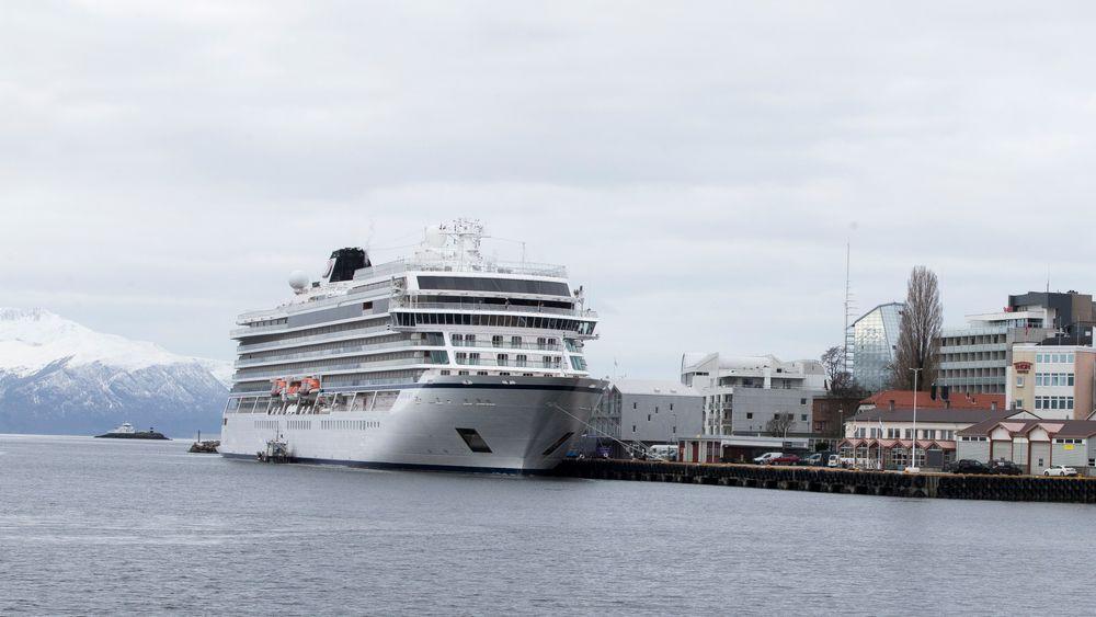 Cruiseskipet Viking Sky har til nå ligget i Molde havn.