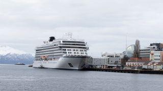 Nå slepes Viking Sky til Kristiansund