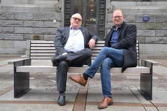 Rune Hetland, generalsekretær i Landslaget for lokalaviser og Tomas Bruvik, styreleiar i Landslaget for lokalaviser