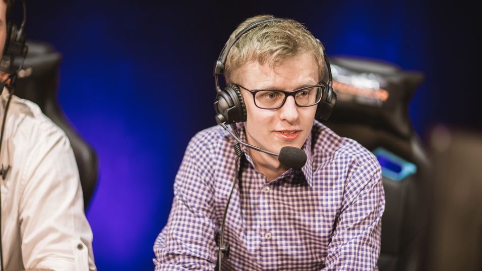 Julian «DogSledder» Nash, kommentator for League of Legends kampene i Telenorligaen