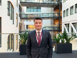 Casper Lehland (19) forlater NHO. Blir kommunikasjonsrådgiver i Høyre