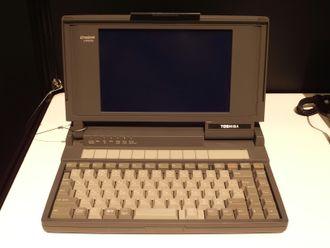 PC-en Toshiba DynaBook J-3100SS fra 1989.