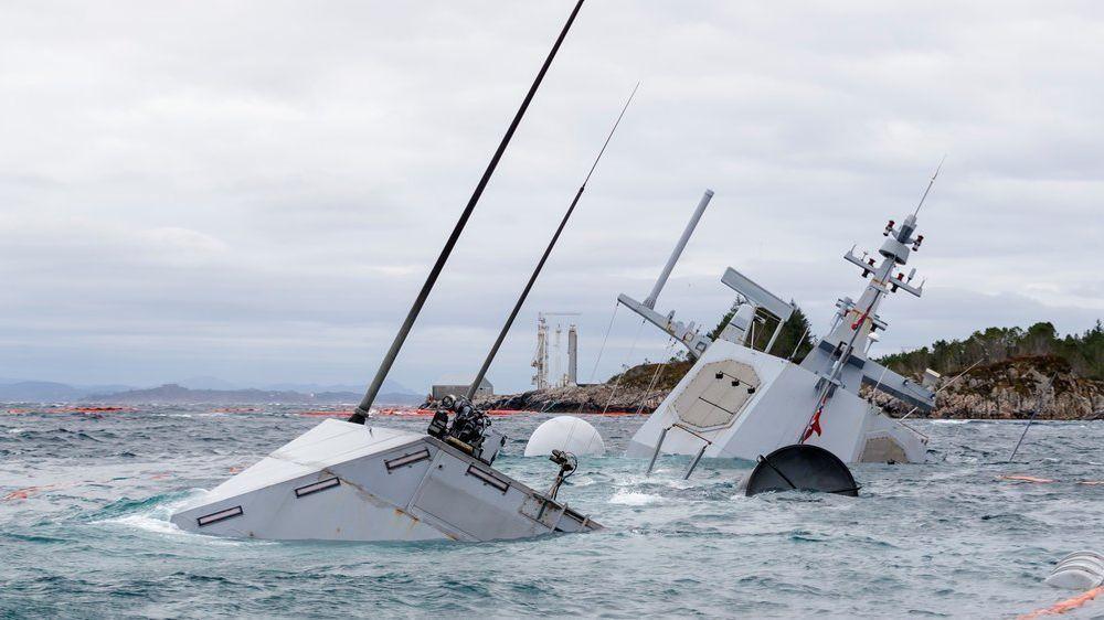Den havarerte fregatten KNM Helge Ingstad fotografert onsdag 14. november. Helge Ingstad kolliderte med oljetankeren TS Sola fredag 8. november 2018.