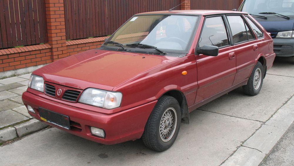 Polonez Caro Plus ble produsert i Polen fra 1997 til produksjonen ble lagt ned i 2002.