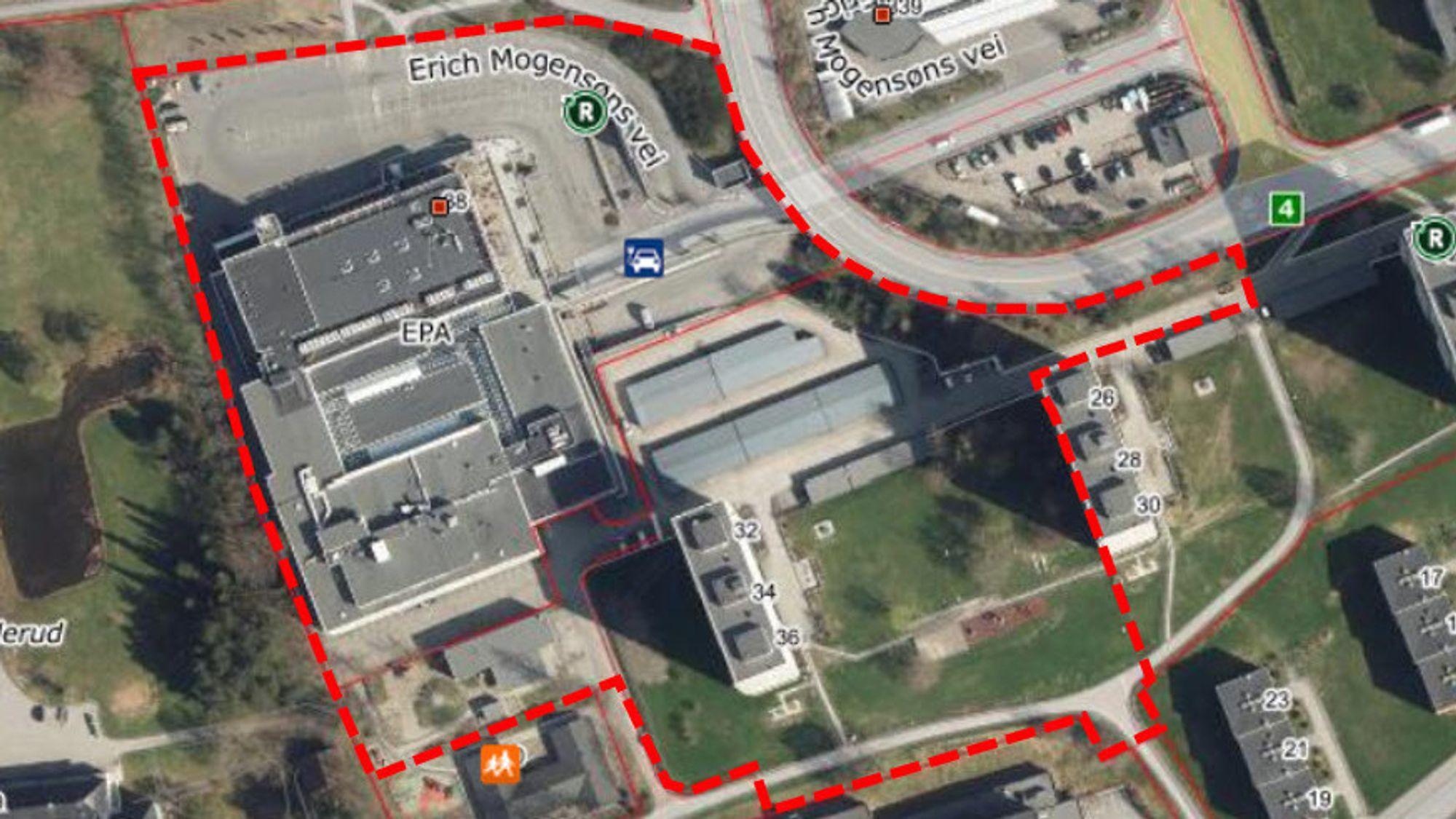 Innenfor det stiplede området ligger dagens Linderudsenter og den tilhørende parkeringsplassen, men også  parkeringsgarasjene og en av blokkene i borettslaget Linderud borettslag II.