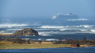 Viking Cruises gir én million kroner til Redningsselskapet, Røde Kors ogNorsk Folkehjelp etter redningsaksjonen