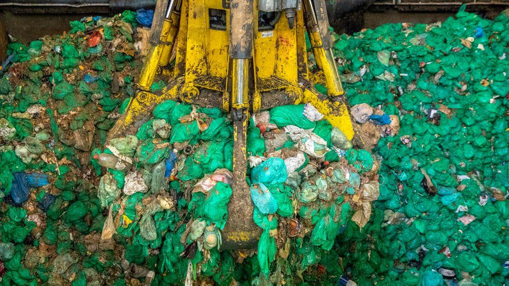 Andelen avfall som blir gjenvunnet synker, og var i 2017 nede i 70 prosent på landsbasis. Bildet er fra Oslo kommunes biogassanlegg i Nes på Romerike. Anlegget behandler kildesortert matavfall.