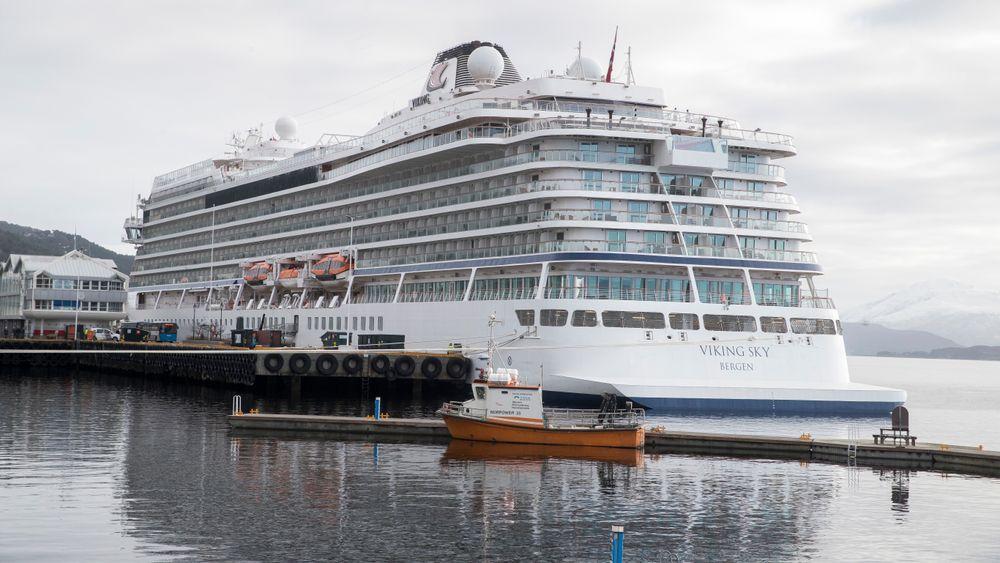 Cruiseskipet Viking Sky i Molde havn. Skipet gikk deretter videre til Kristiansund for egen maskin før det nå har forlatt også den byen etter reparasjoner. Beregnet ankomst i København er 5. april, og da skal skipet settes inn i vanlig trafikk igjen.