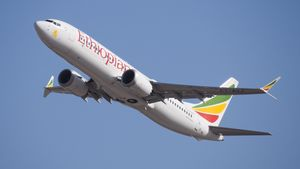 Ethiopian_Airlines_ET-AVJ_takeoff_from_T