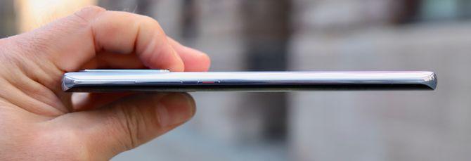 Huawei P30 Pro sett fra siden.