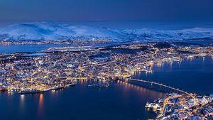 1024px-Tromso_Troms%C3%B8_Norway_tunliwe