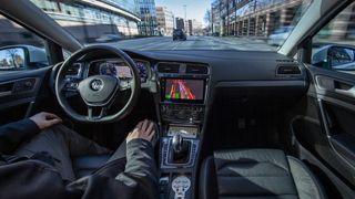 Nå sender Volkswagen selvkjørende e-Golf ut i virkelig trafikk