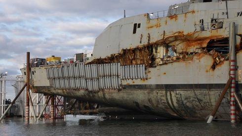 Lappet sammen: Se «Helge Ingstad» settes på vannet igjen
