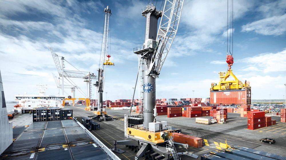 Nye kraner: Fem slike kraner i elektrisk drevet utgave skal installeres i havna fram til 2023. Kranens løftekapasitet er på 154 tonn og vil være blant de største havnekranene i Norden.