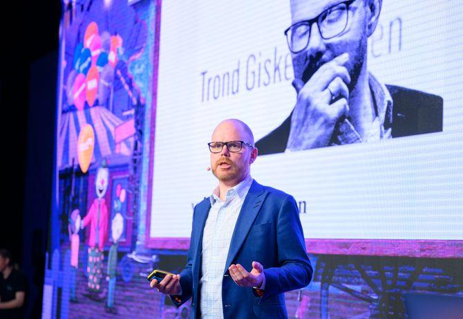 Sjefredaktør Gard Steiro i VG snakket foran flere hundre mediefolk om journalistikk - og det å bli utsatt for et kritisk søkelys.