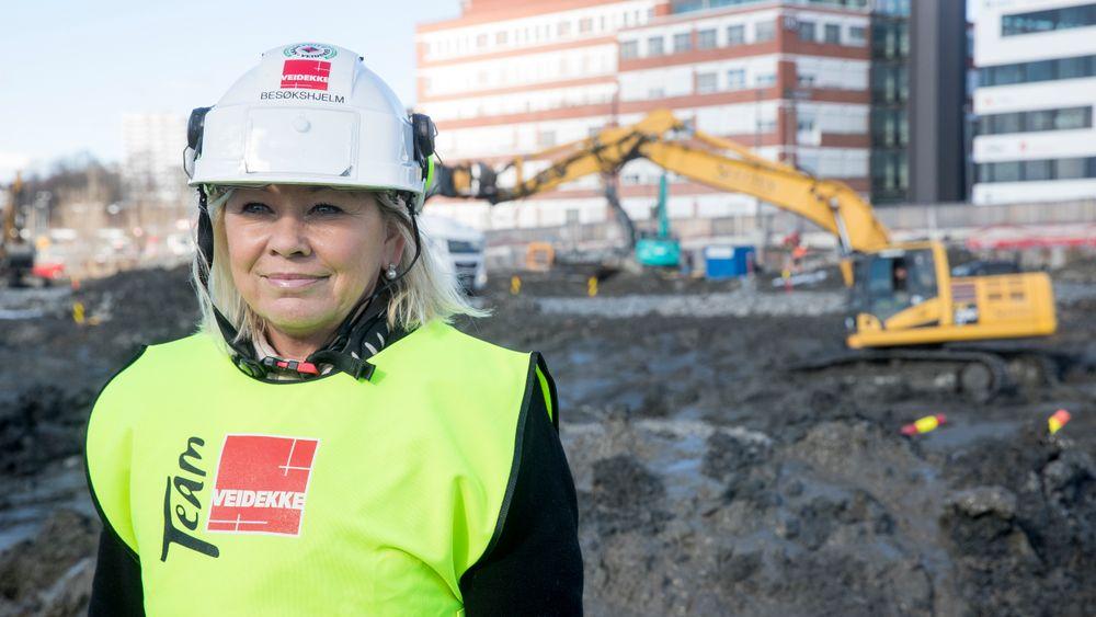 Kommunalminister Monica Mæland (H) er glad for at det nå kommer inn krav om kvinnegarderober på Statsbyggs byggeplasser. Bildet er tatt ved en tidligere anledning.
