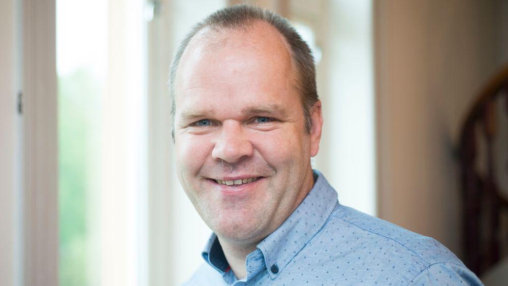 Bård Baardsen, rådgiver i Norsk Varmepumpeforening, er glad for at flere partier på Stortinget nå vil ha en langsiktig strategi for rehabilitering av bygninger til passivhusnivå.