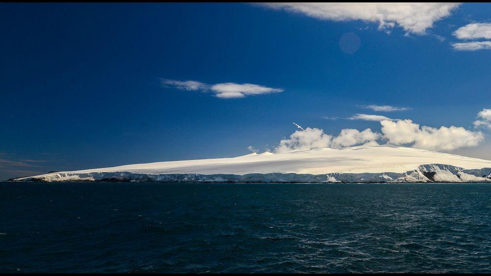 Verdens mest avsidesliggende øy er norsk. Det er også et enormt området av kontinentalsokkelen rundt øya, ifølge en anbefaling fra FN.