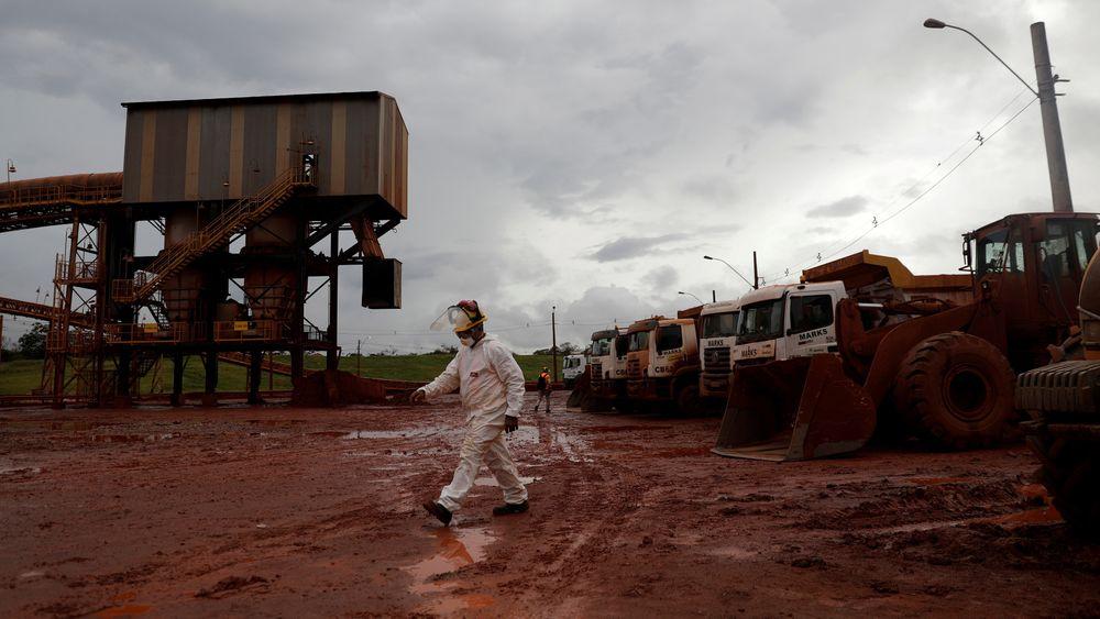 Hydros aluminiumsraffineri i Brasil måtte stenge i fjor på grunn av alvorlige miljøutslipp. Det har en stund vært drevet for halv maskin, men nå ser det ut til at det kan gå mot full drift omtrent samtidig som Hydros nye sjef, Hilde Merete Aasheim, overtar som Hydro-sjef.