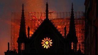Kontroll over brannen etter fem timer – en del kunstverk reddet