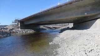 Brua er bare 40 meter lang, men består av 2650 kubikkmeter betong og 476 tonn armering