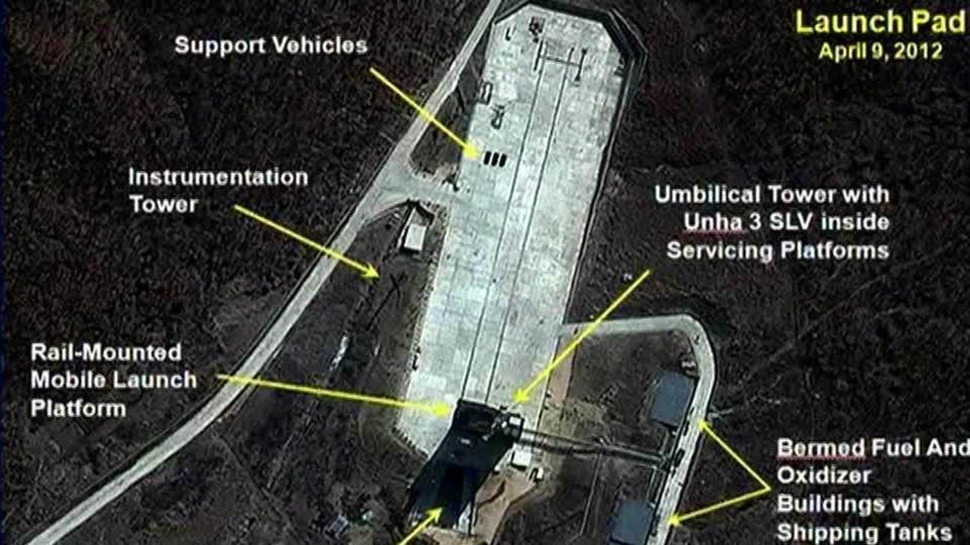 Dette satelittbildet ble tatt i forbindelse med at Nord-Korea varslet oppskyting av potensielt atomvåpenbærende raketter i 2012. Nå tyder nye satellittbilder på at Nord-Korea kan ha gjenopptatt aktiviteten ved sitt atomanlegg i Yongbyon.