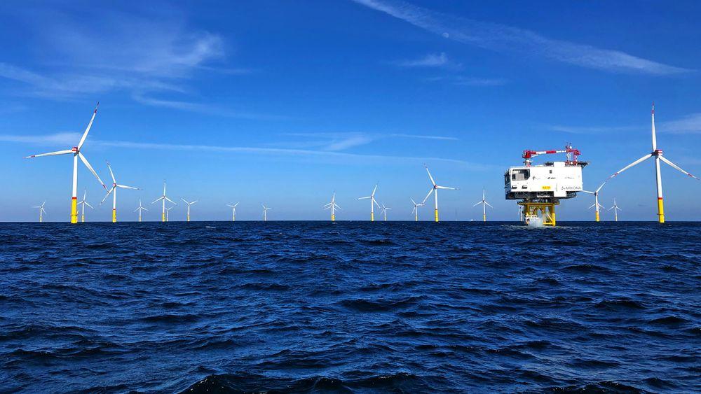 Havvindparken Arkona i Østersjøen i Mukran på øya Rügen i Tyskland, leverer nå strøm fra 60 vindturbiner til 400.000 tyske hjem.