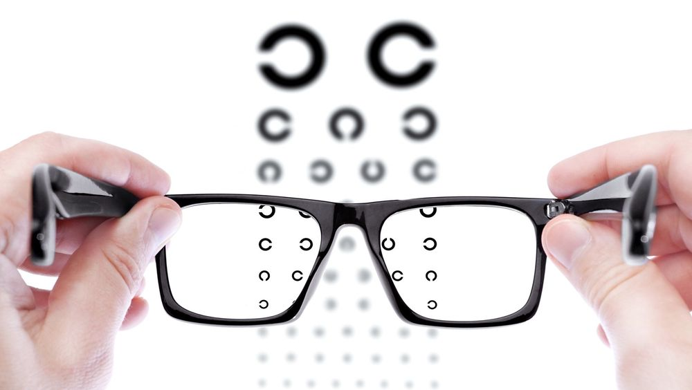 Mest vanlig: Det perfekte synet holder for de fleste bare til 40-årsalderen, og da er briller den vanligste løsningen.  foto: Colourbox