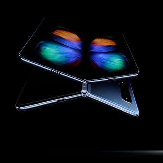 Samsung-sjef DJ Koh, under lanseringen av Samsung Galaxy Fold den 20. februar 2019.