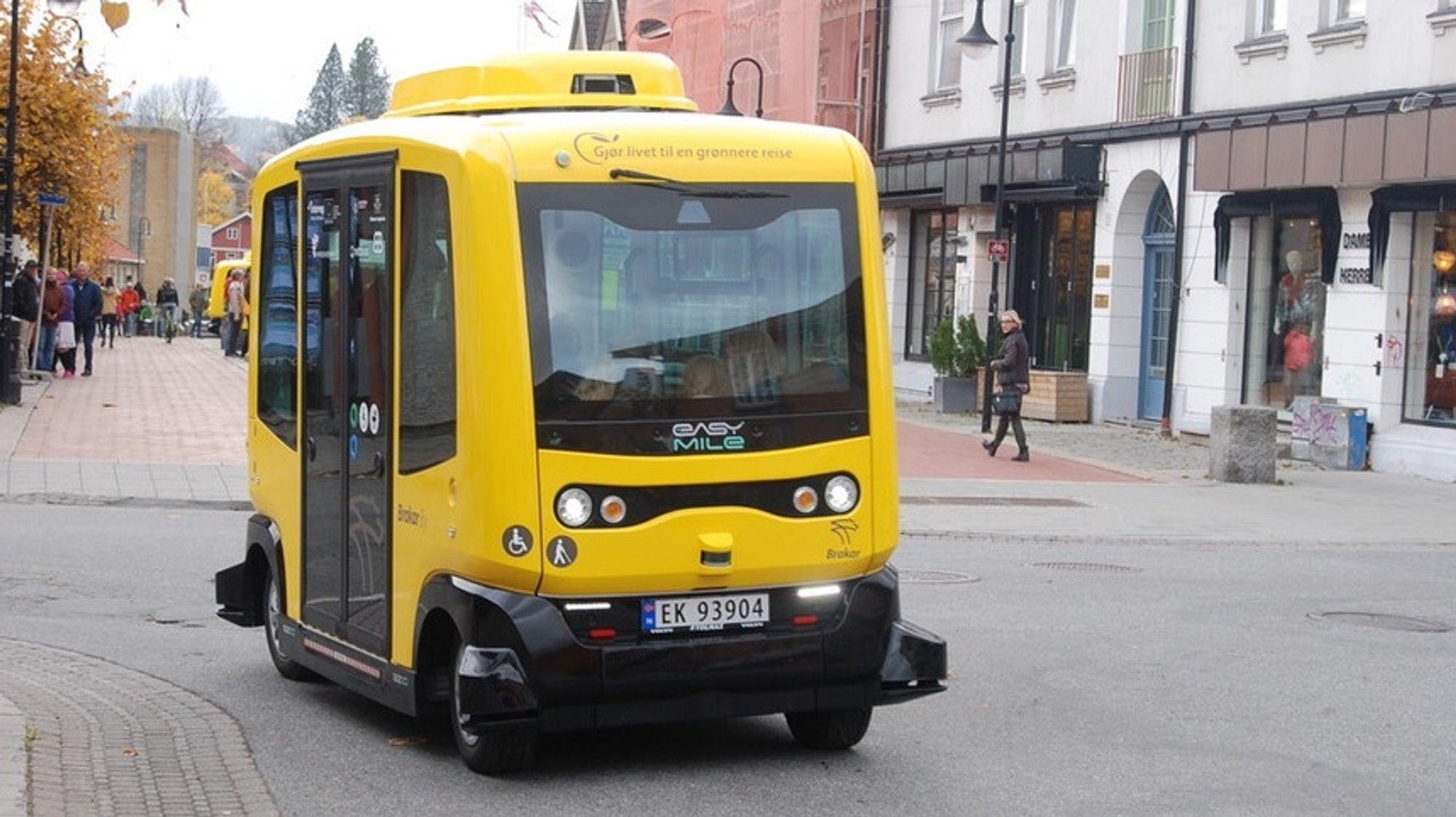 Siden oktober har Brakar i Kongsberg hatt to selvgående busser i trafikk. Nå økes traseen ytterligere.