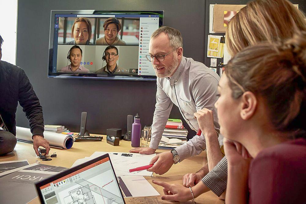 Trenger ikke reise: For svært mange er det fullt mulig å delta i møter på video i stedet for å fly.